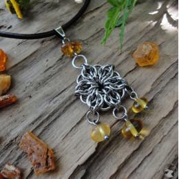 """Кулон """"Солнечный цветок"""" в технике кольчужного плетения с янтарем свободной формы"""
