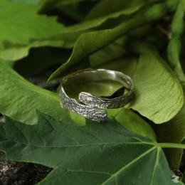 """Серебряное кольцо """"Кленовая кора"""" узкое"""